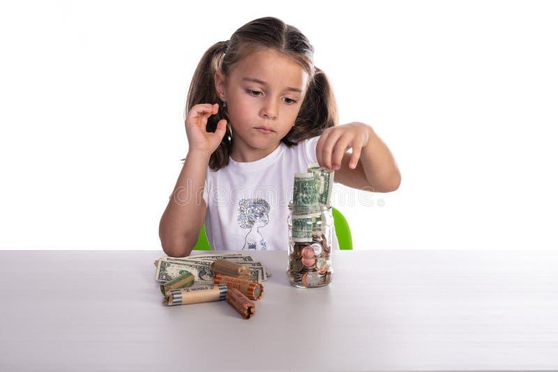 Besparingen van het meisjes de Tellende Spaarvarken royalty-vrije stock afbeeldingen