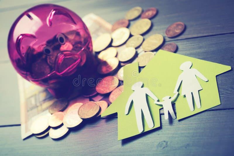 Besparingen voor nieuw van de familiehuis en hypotheek concept stock afbeeldingen