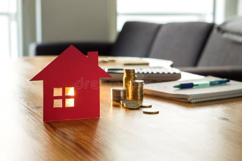 Besparingen voor onroerende goederen huis, het kopen huizen, of huisvestend voordeel royalty-vrije stock foto