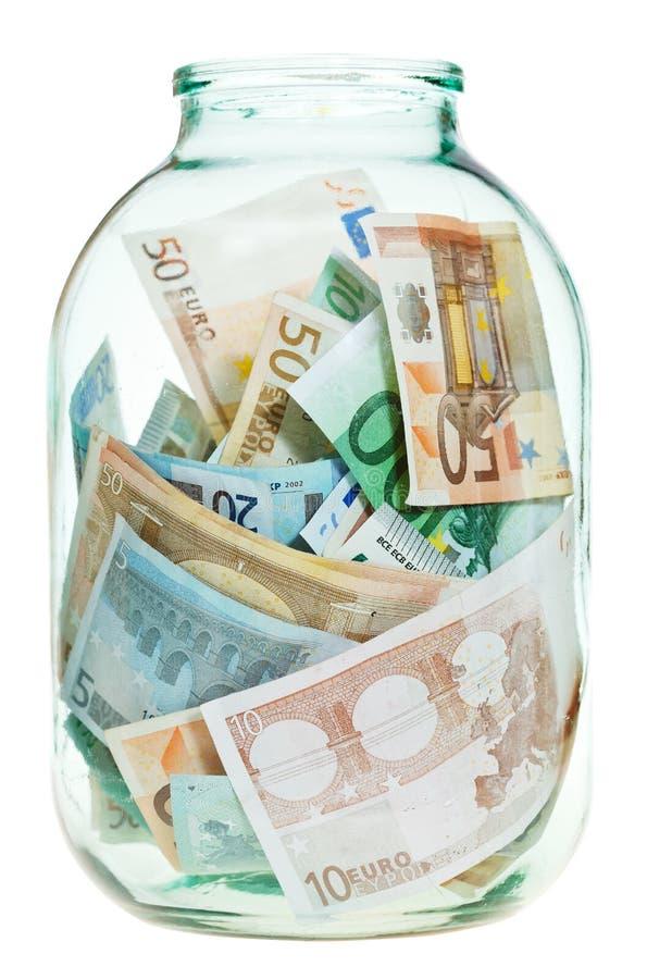 Besparingeuropengar i den glass kruset royaltyfria bilder