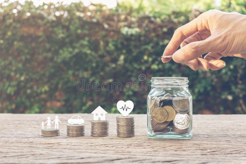 Besparingpengar för familjelivbegrepp royaltyfria foton