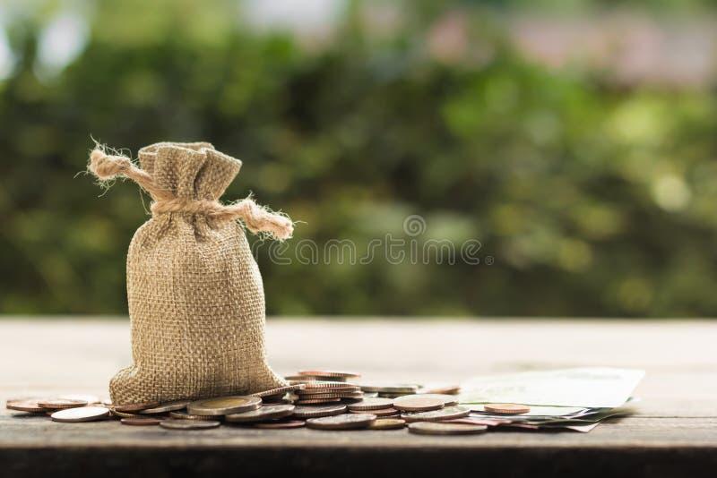 Besparingsgeld voor toekomst, huis, auto, onderwijs, investering, desce stock afbeeldingen