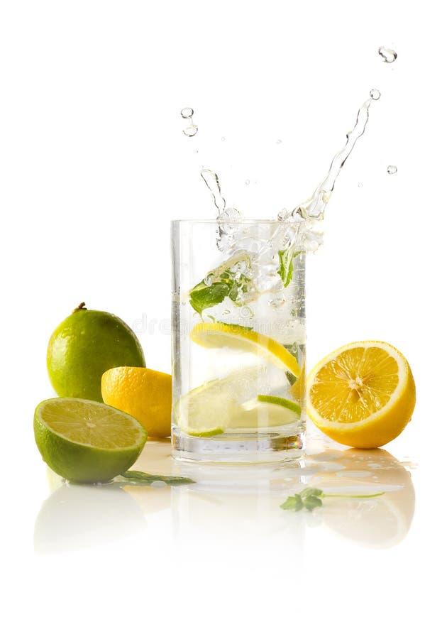 Bespattende cocktail stock afbeeldingen