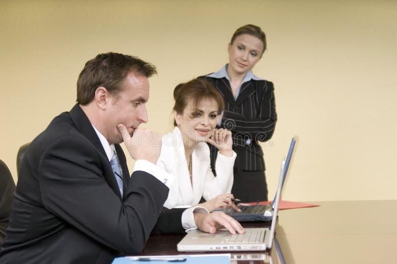 Bespreking in de bestuurskamer stock fotografie
