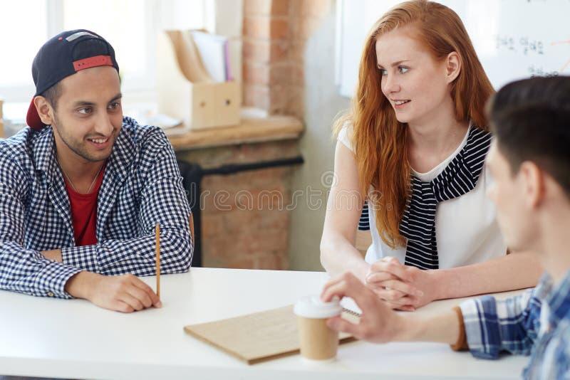 Bespreking van studenten stock afbeelding