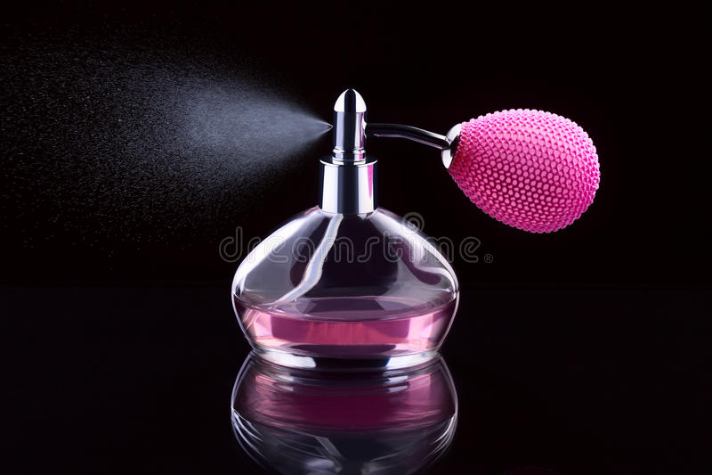 Bespuitend parfum royalty-vrije stock afbeelding