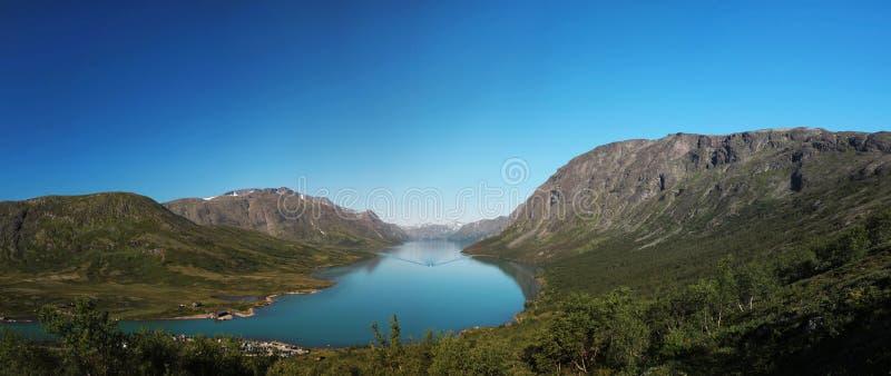 Besseggen och sjö Gjende fotografering för bildbyråer