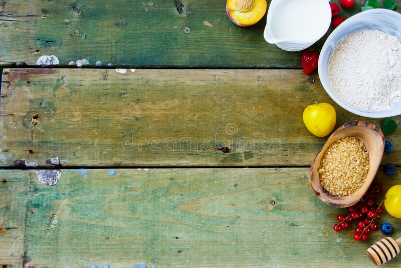 Bessen en bakselingrediënten royalty-vrije stock foto