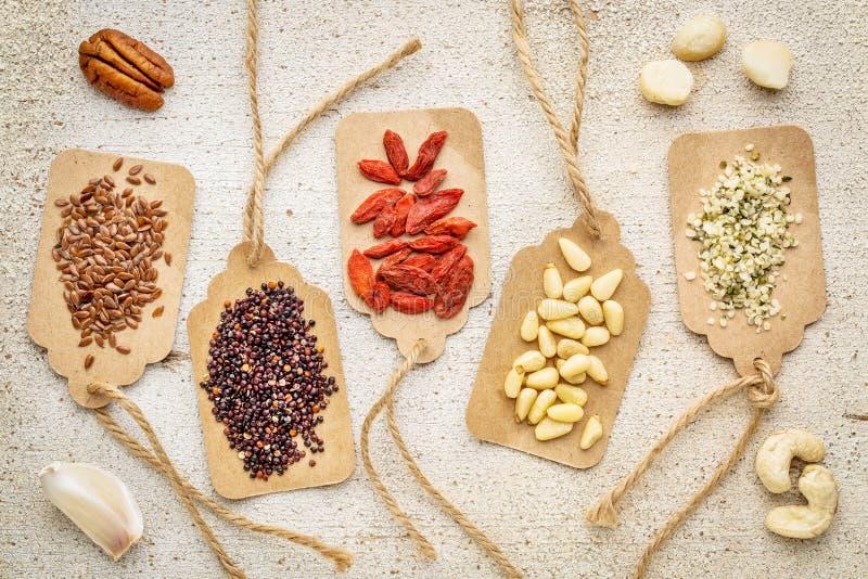 Bessen, noten, korrels en zaden - superfood samenvatting stock foto