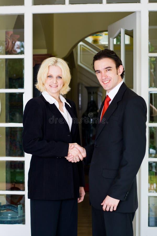 beställaremötefastighetsmäklare royaltyfria bilder