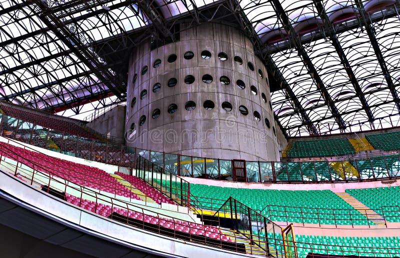 Beståndsdelar av de inre stadionfotbollslagen inter-Milan och Milan i staden av San Siro arkivfoton