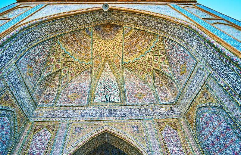 Beståndsdelar av portalen av den Vakil moskén, Shiraz, Iran royaltyfri bild