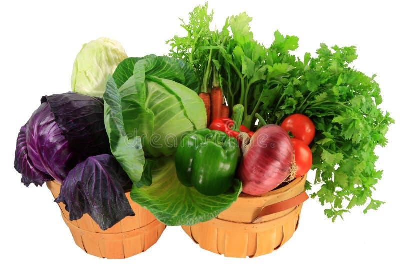 Bestandteile für das Kochen des Kohleintopfgerichts, Suppen, Salate in den Scheffeln lizenzfreie stockbilder