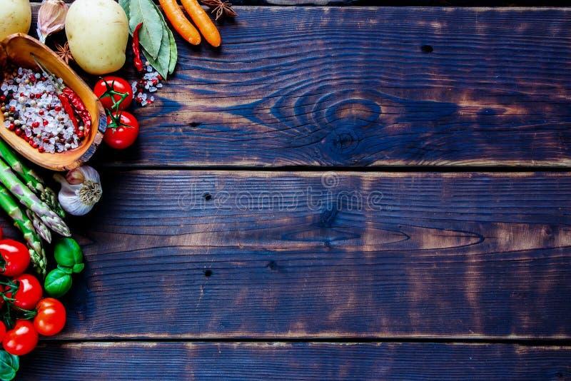 Bestandteile für das Kochen des strengen Vegetariers lizenzfreies stockbild