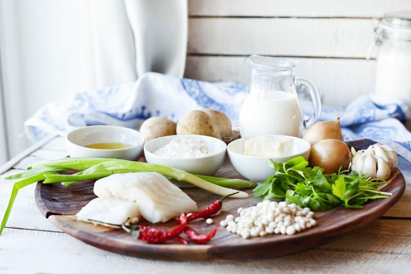 Bestandteile für das Kochen von Koteletts mit gestampft stockfotos