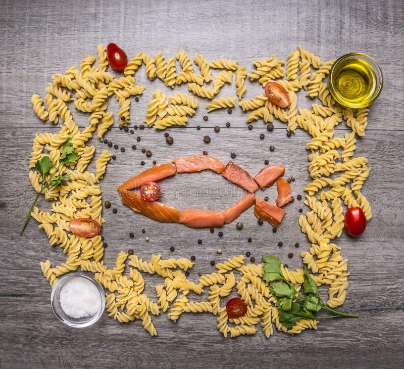 Bestandteile Für Das Kochen Von Teigwaren Mit Geräuchertem Lachs ...