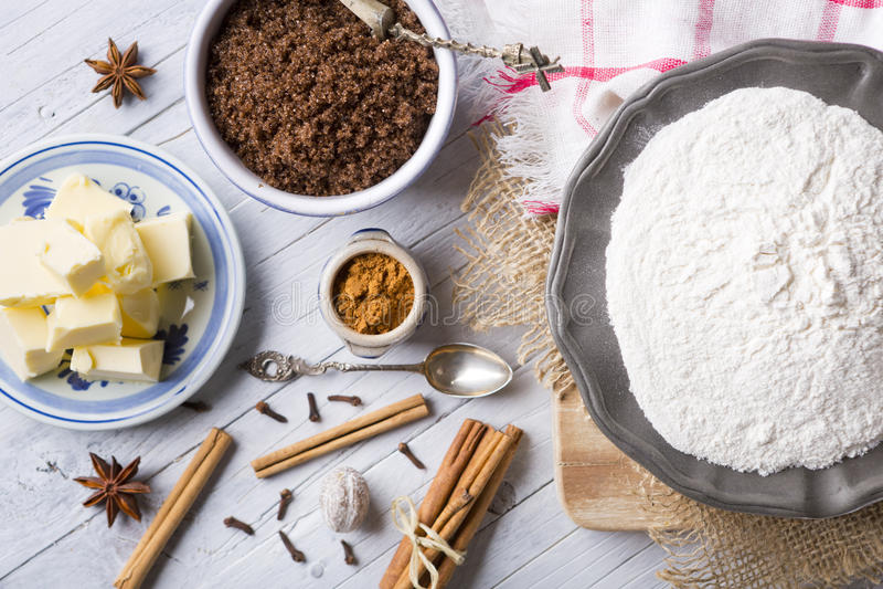 Bestandteile für pepernoten, eine niederländische Zartheit stockbilder
