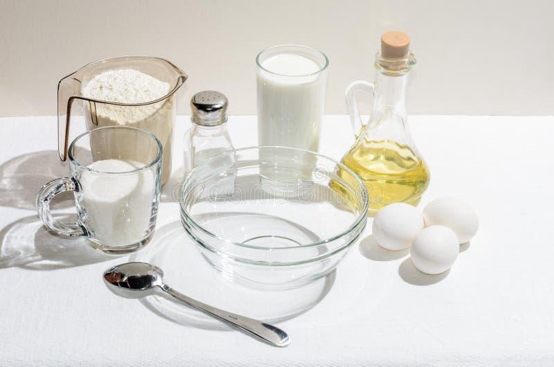 Bestandteile für Pfannkuchen stockfotografie