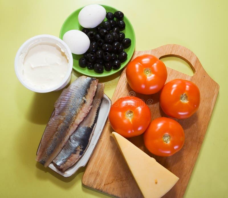 Bestandteile für Salat der angefüllten Tomate stockbilder