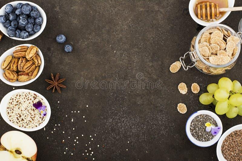 Bestandteile zum ein gesundes Saisonherbstfrühstück stockfotografie
