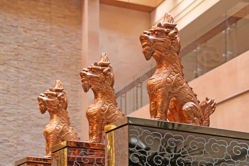 Bestas sagrados que sentam-se no templo imagem de stock royalty free