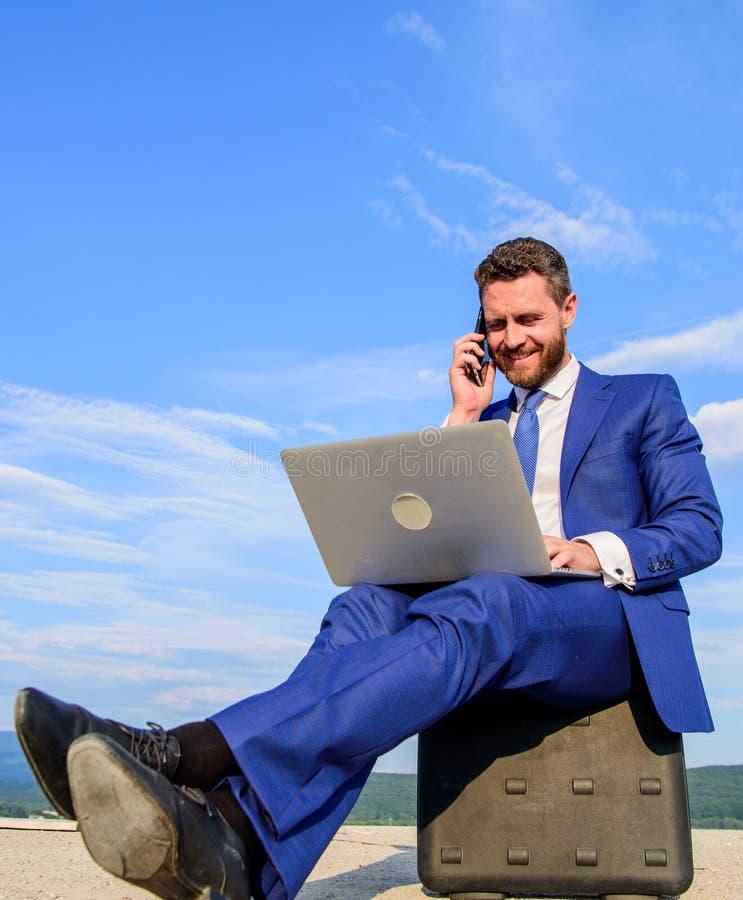 Beste bedrijfslaptops Laptop onontbeerlijke attributen moderne zakenman Modern technologieën draagbaar apparaat royalty-vrije stock foto