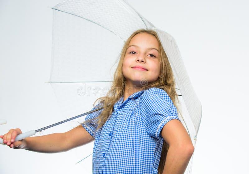 Beste dalings bijkomend concept Dalings regenachtig prettig weer Klaar meisjes het kind ontmoet dalingsweer met transparante para royalty-vrije stock foto's