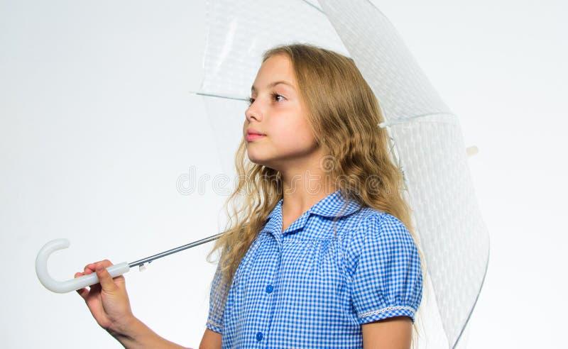 Beste dalings bijkomend concept Dalings regenachtig prettig weer Klaar meisjes het kind ontmoet dalingsweer met transparante para stock foto's