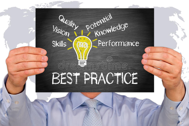 Beste praktijken - het teken van de Managerholding met gloeilamp en tekst royalty-vrije stock afbeeldingen