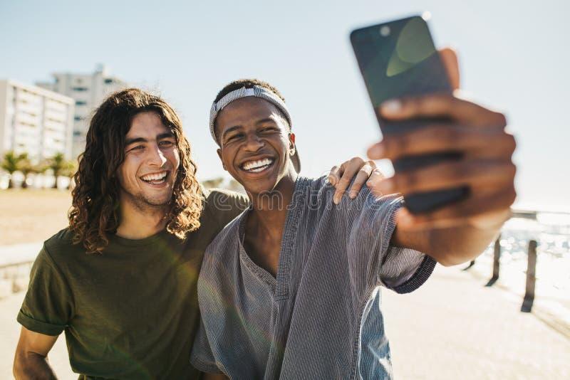 Beste vrienden die een selfie nemen stock fotografie
