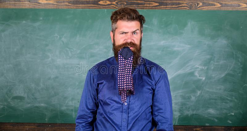 Besteed aandacht aan uw gedrag en manieren De leraar gedraagt zich unprofessionally Eten de de mensen gebaarde leraar of opvoeder stock foto's
