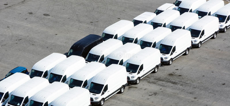 Bestelwagens aan vervoer stock afbeelding