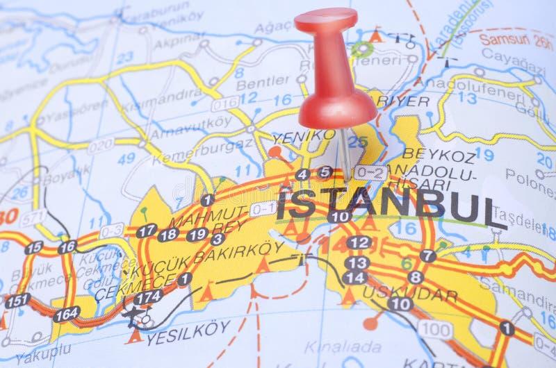 Bestemming Istanboel op de kaart van Turkije stock foto