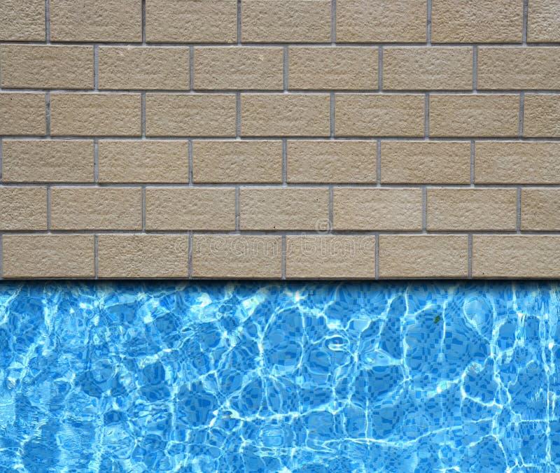 Bestrating met poolachtergrond stock afbeelding