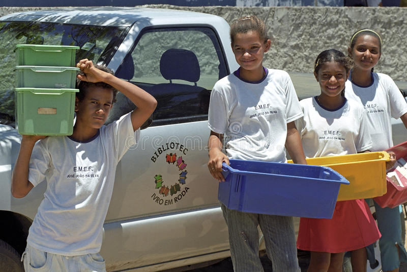 Bestrijding van analfabetisme door mobiele bibliotheek, Brazilië stock foto's