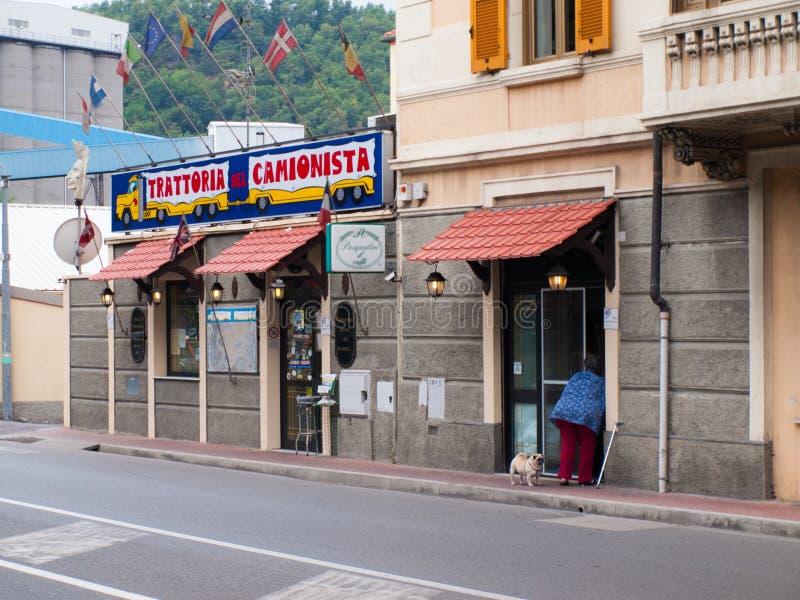 Bestuurdersrestaurant in Zinola, Savona, Italië royalty-vrije stock foto's