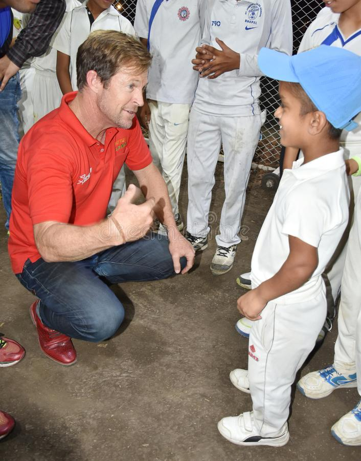 Besuch Jonty Rhodos in Bhopal, Indien lizenzfreie stockbilder