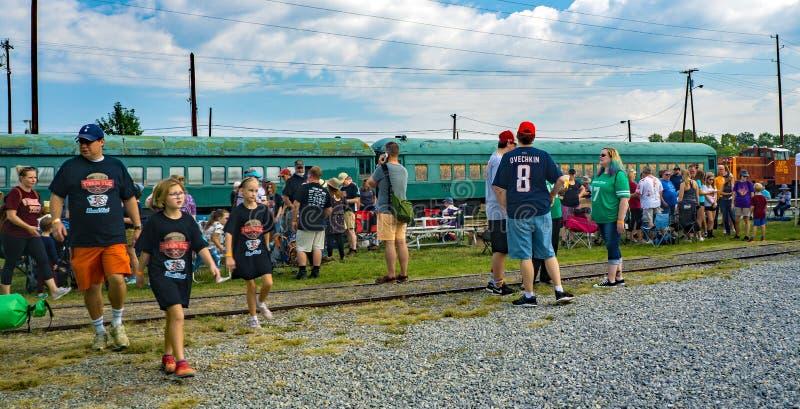 Besuche des dritten jährlichen Big-Lick-Train-Tug stockbild