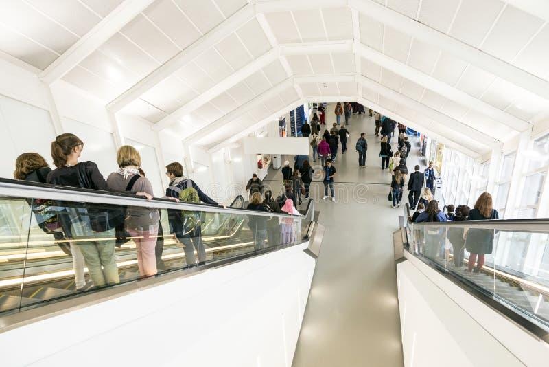 Besucher an der Frankfurt-Buch-Messe 2014 stockbild