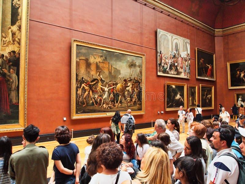 Besucher in der Malerei-Galerie, Louvre-Museum, Paris, Frankreich lizenzfreies stockbild