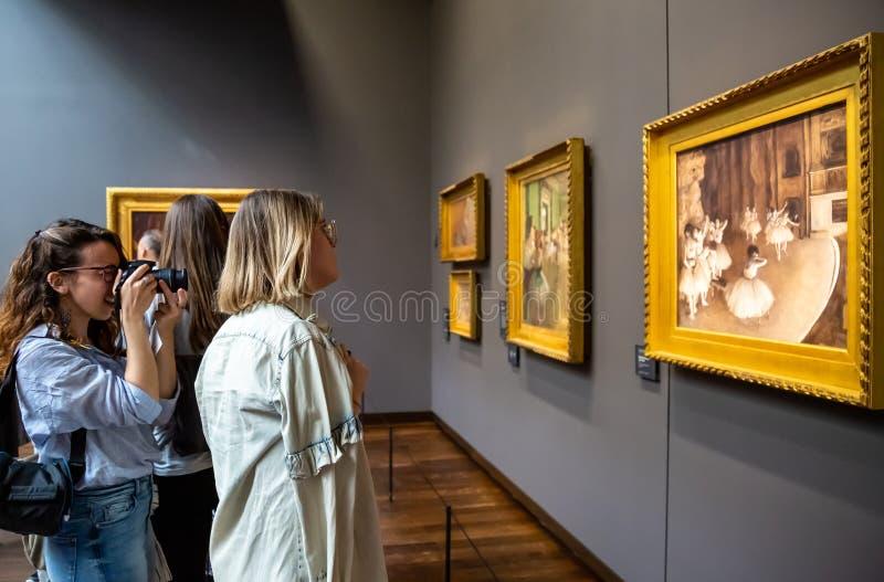 Besucher im Museum Orsay, Paris lizenzfreies stockbild