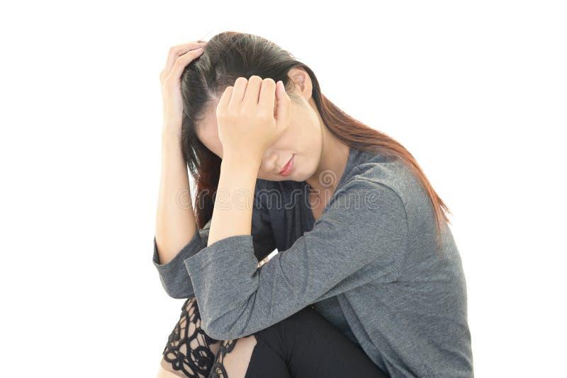 Besviken asiatisk kvinna royaltyfri bild