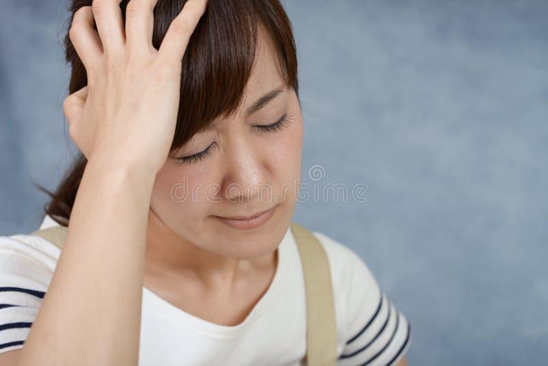 Besviken asiatisk kvinna arkivbild