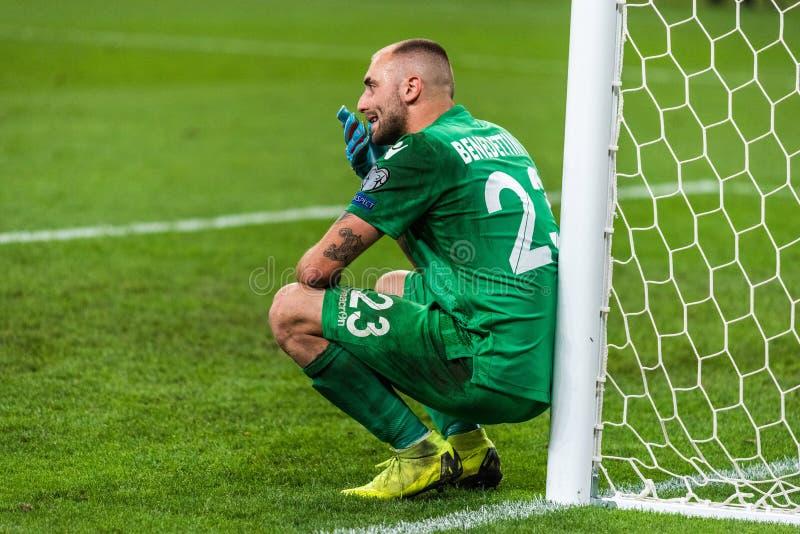 Besviken sanmarinsk nationell fotbollslagmålvakt Elia Benedettini som bort följer nederlag 0-9 i UEFA-euro 2020 royaltyfri fotografi