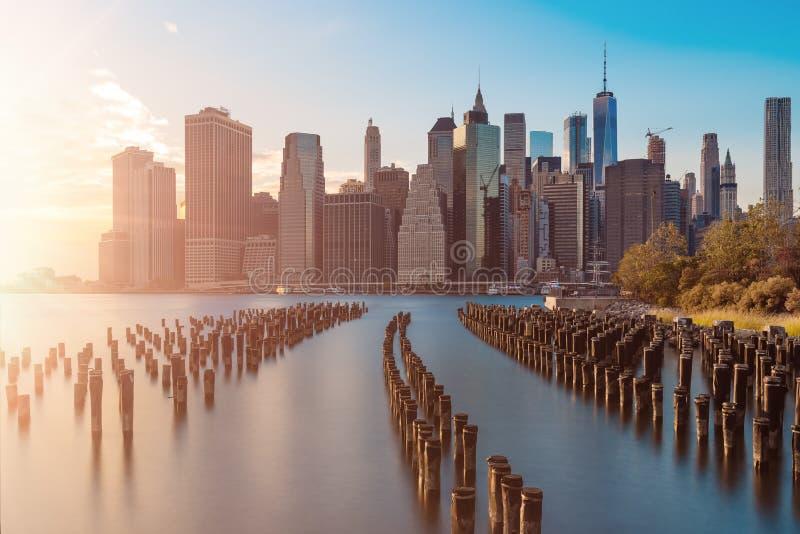Betäubungsansichten des unteren Manhattans vor Sonnenuntergang lizenzfreie stockfotos