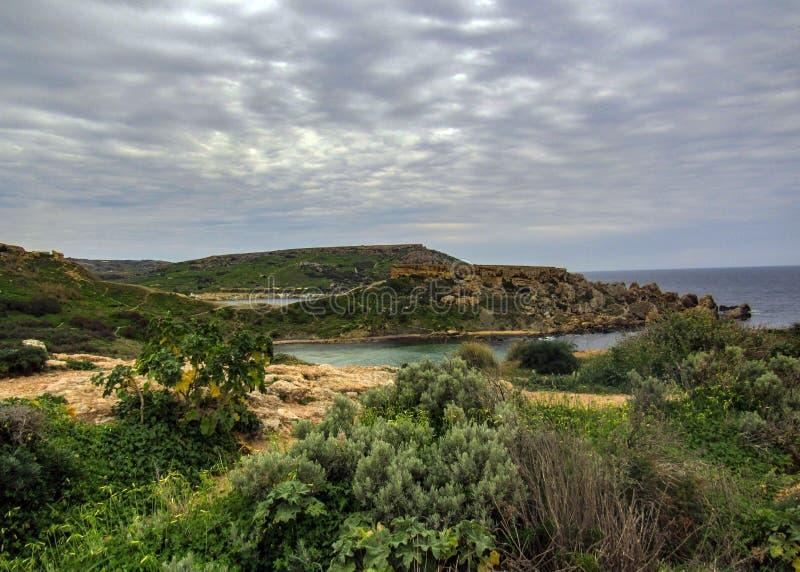 Betäubungslandschaft der maltesischen Natur Qarraba zwischen Gnejna-Bucht- und Ghajn-tuffiehabucht Riviera, Ta Lippija, Mgarr, Ma stockfoto