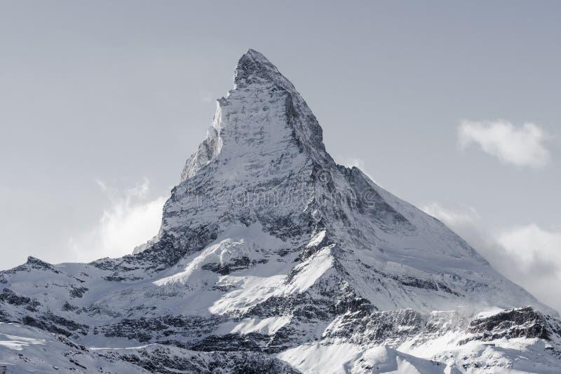 Bet?ubungsansicht von Winter Matterhorn-Berglandschaft am sonnigen hellen Tag lizenzfreies stockfoto