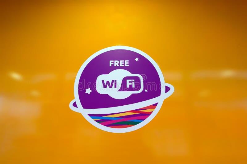 Beteckning av fri Wi-Fi i ett röka bås royaltyfria bilder