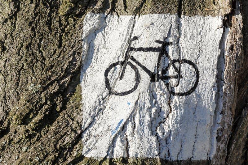 Beteckning vägen för cyklister royaltyfria bilder