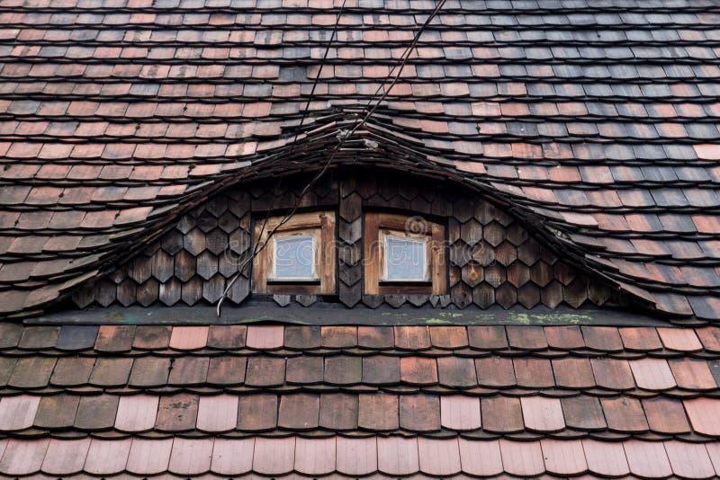 Betegeld dak met twee Vensters royalty-vrije stock fotografie